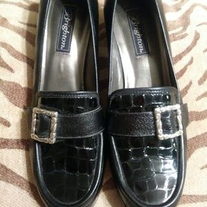 Brighton shoe loafer style